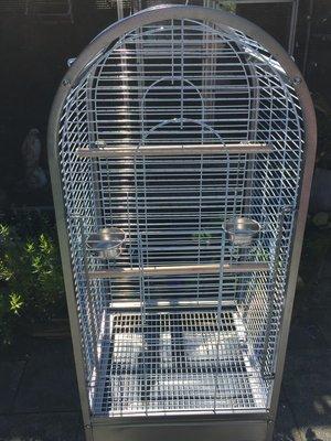 Mooie nieuwe papegaaienkooi met te openen bovenkant in 2 maten